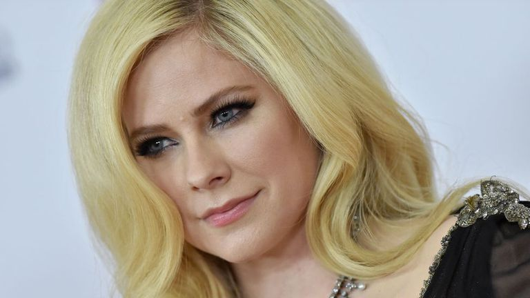 """La conmovedora carta de Avril Lavigne: """"Continúo luchando la batalla de mi vida"""""""