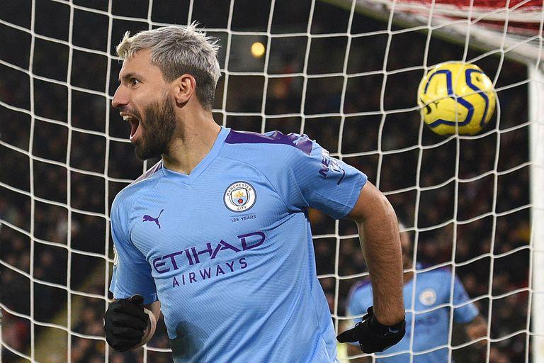 La pelota en la red, el festejo de Agüero; el City volvió a ganar gracias al argentino
