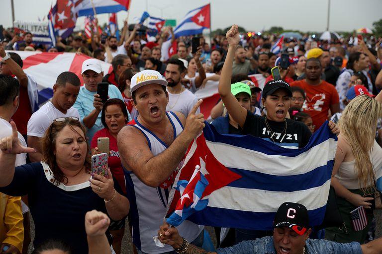 El inédito estallido social en Cuba sorprende a Biden y lo obliga a hacer equilibrio