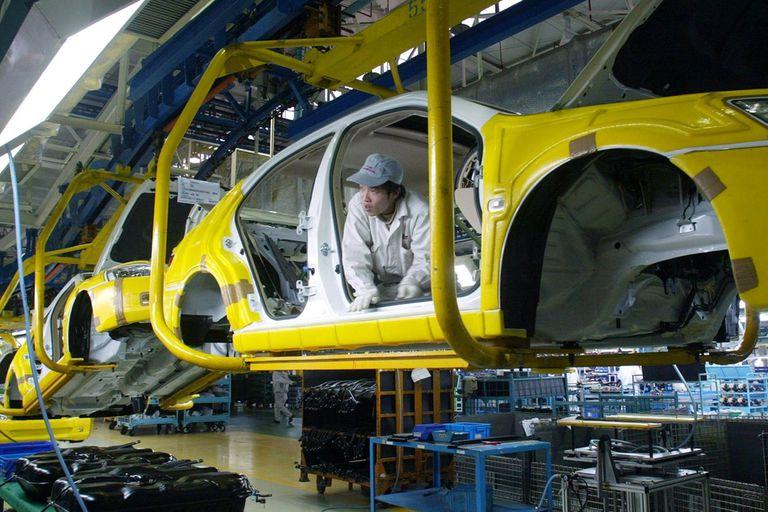 Cae la inversión en el país por la incertidumbre comercial y por las débiles ventas de autos en los últimos meses