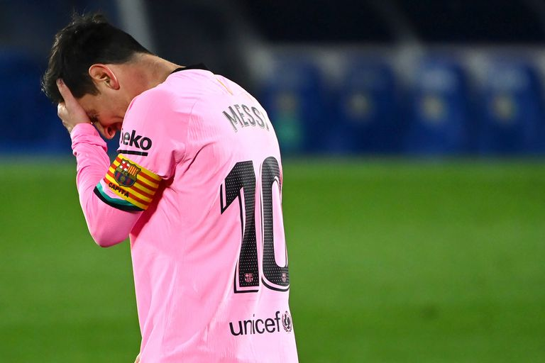 Messi se agarra la cabeza durante la derrota de Barcelona ante Getafe
