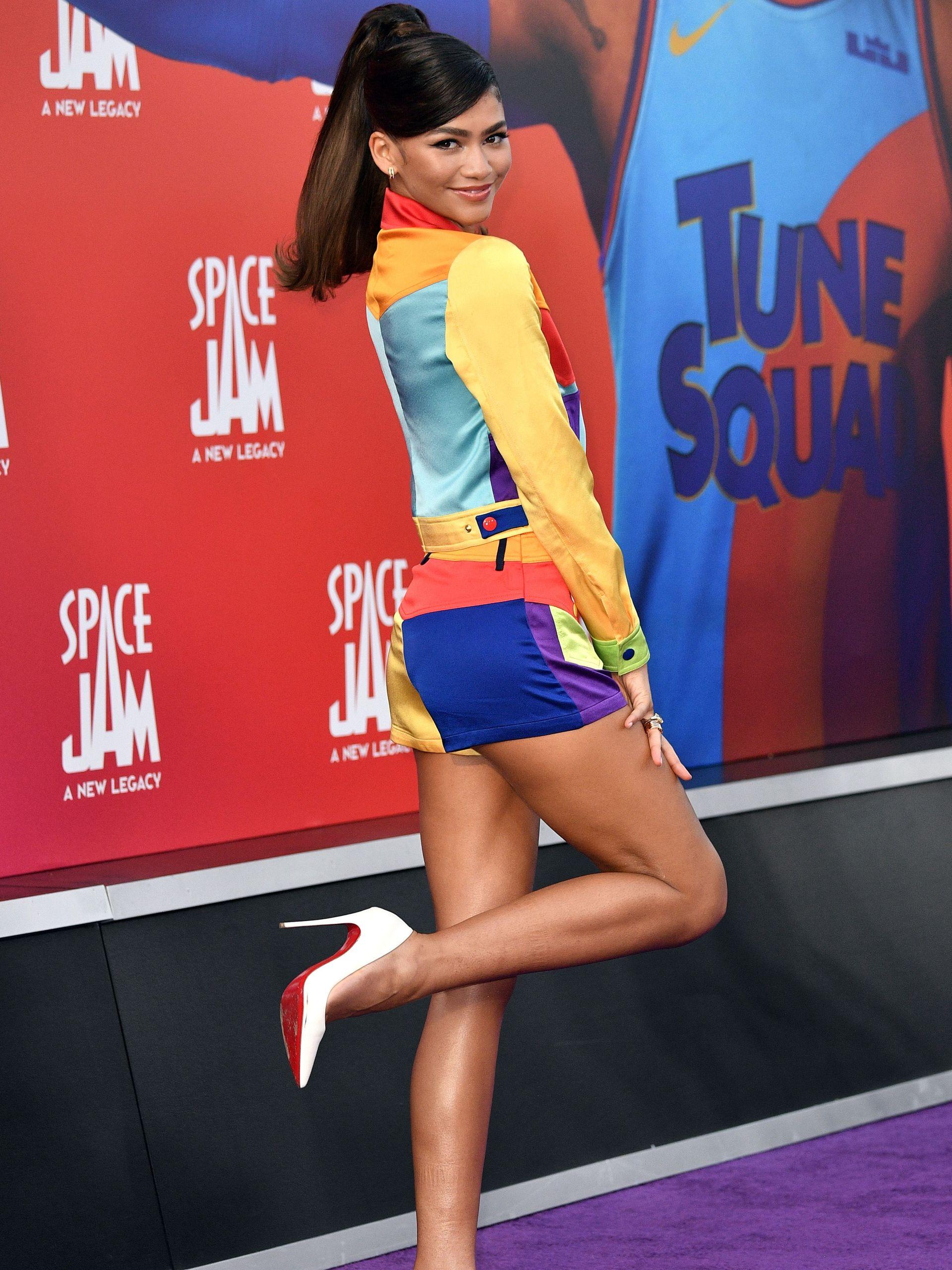 Zendaya en la premiere de la nueva Space Jam, en Los Ángeles, muy colorida y sin Tom Holland a la vista
