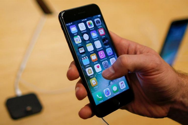 Qué precios tienen los modelos iPhone 7 y 8 (y qué hizo Apple con el iPhone X)