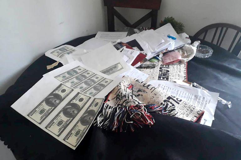 Los supuestos dólares falsos que hacía el mago