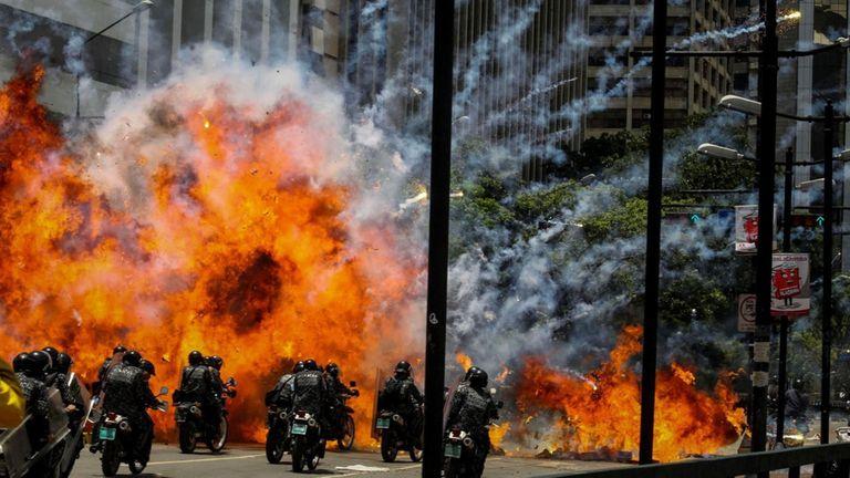 Protestas y represión en la plaza Altamira, en Caracas