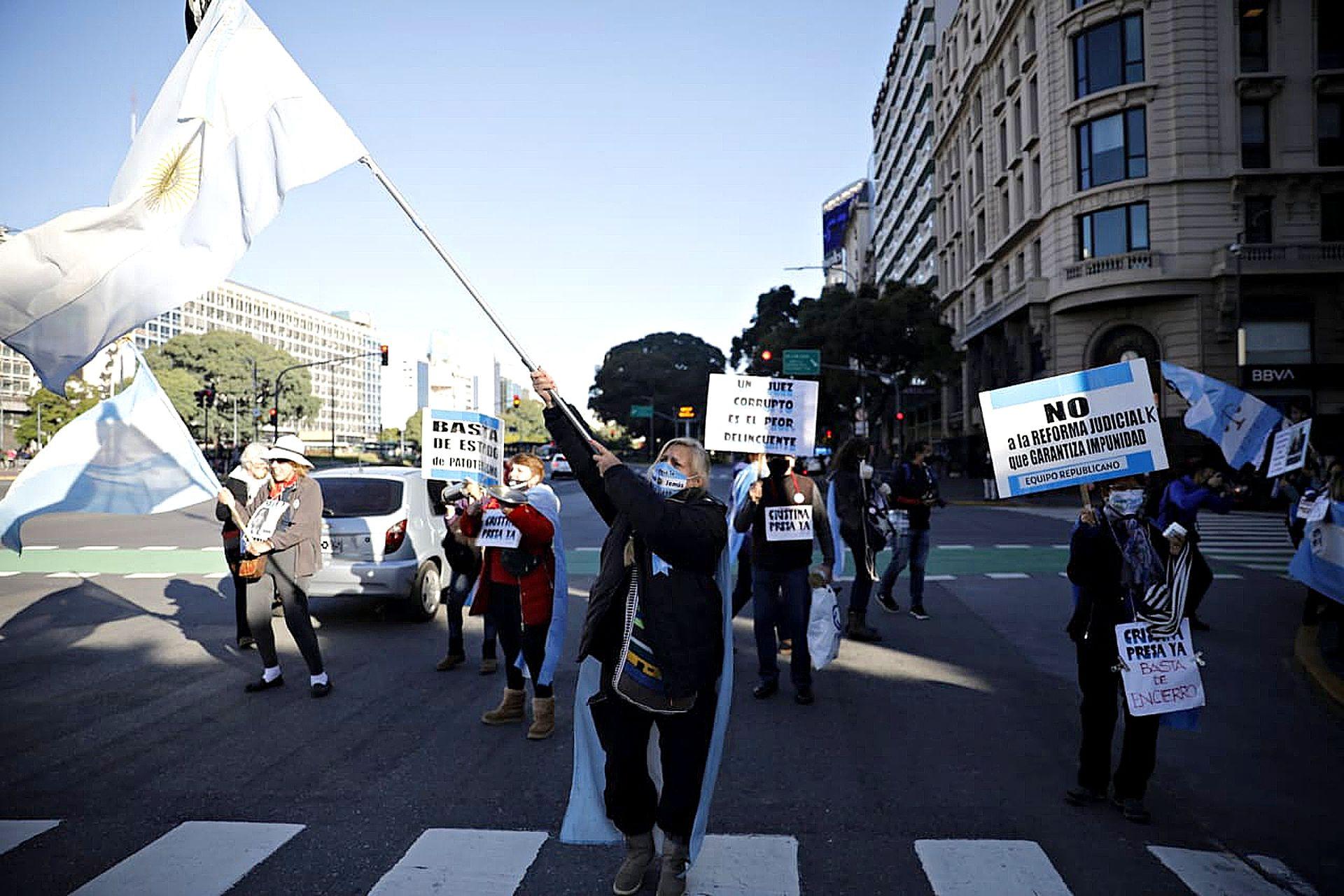 Marcha en el Obelisco por las nuevas restricciones