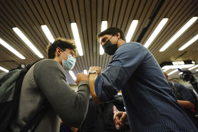 Justin Trudeau había adelantado las elecciones legislativas para capitalizar la exitosa campaña vacunatoria contra el Covid-19, una de las más avanzadas a nivel mundial (Sean Kilpatrick/The Canadian Press via AP)