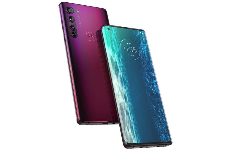 La carcasa del Motorola Edge es de plástico, y está disponible en dos colores: gris medianoche y rojo ciruela; el teléfono tiene 5G, pero no hay redes habilitadas en el país todavía