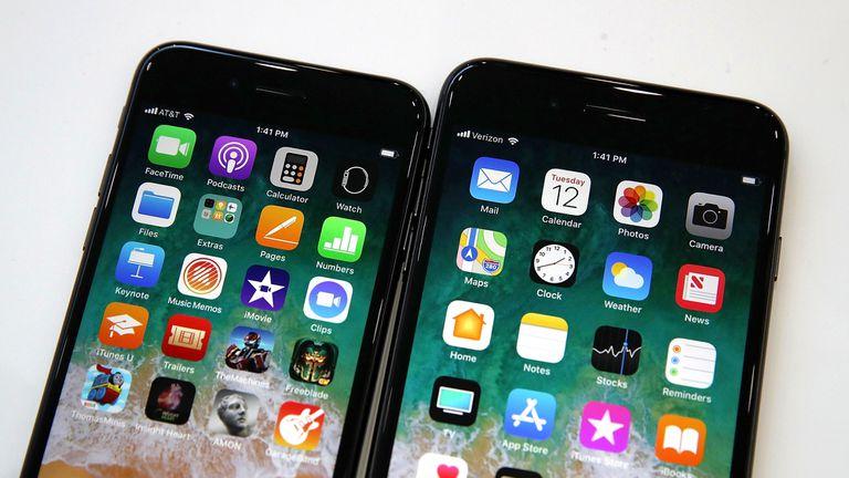 Un iPhone 8 y un iPhone 8 Plus