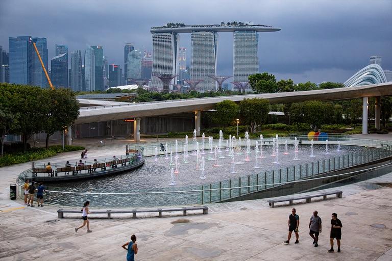 Marina Bay en Singapur el 18 de marzo de 2020. Los residentes que regresaron recientemente deben compartir los datos de ubicación de sus teléfonos con las autoridades todos los días para demostrar que se adhieren a las cuarentenas