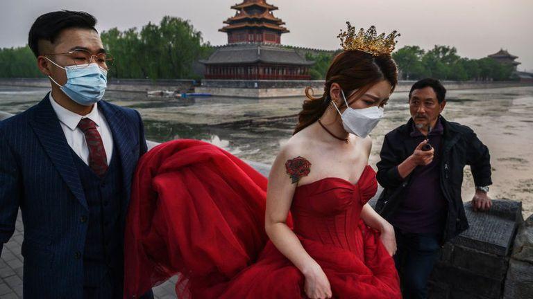 Con más hombres que mujeres en China, para algunos jóvenes es difícil encontrar pareja
