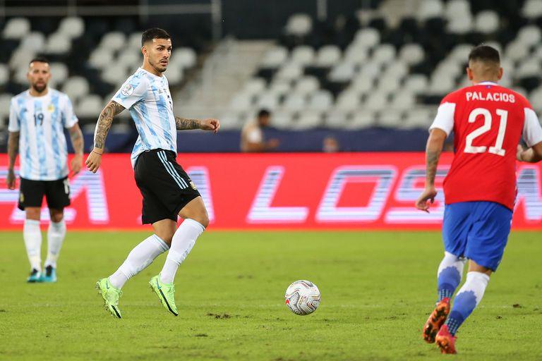 Leandro Paredes ante Chile, el lunes. Su reemplazo llamó la atención por lo infrecuente.