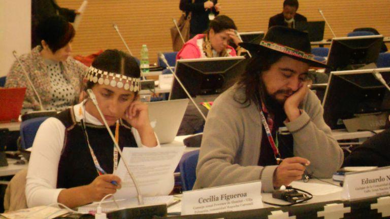 Cecilia Figueroa, de la comunidad mapuche Currumul, paraje Quillén, del departamento de Aluminé, en Neuquén; y Eduardo Nieva, cacique de la comunidad de Amaicha del Valle, que conforma el pueblo de la Gran Nación Diaguita, en Roma.