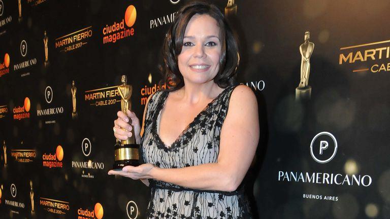 Mariana Contartessi con su premio a mejor labor periodística femenina