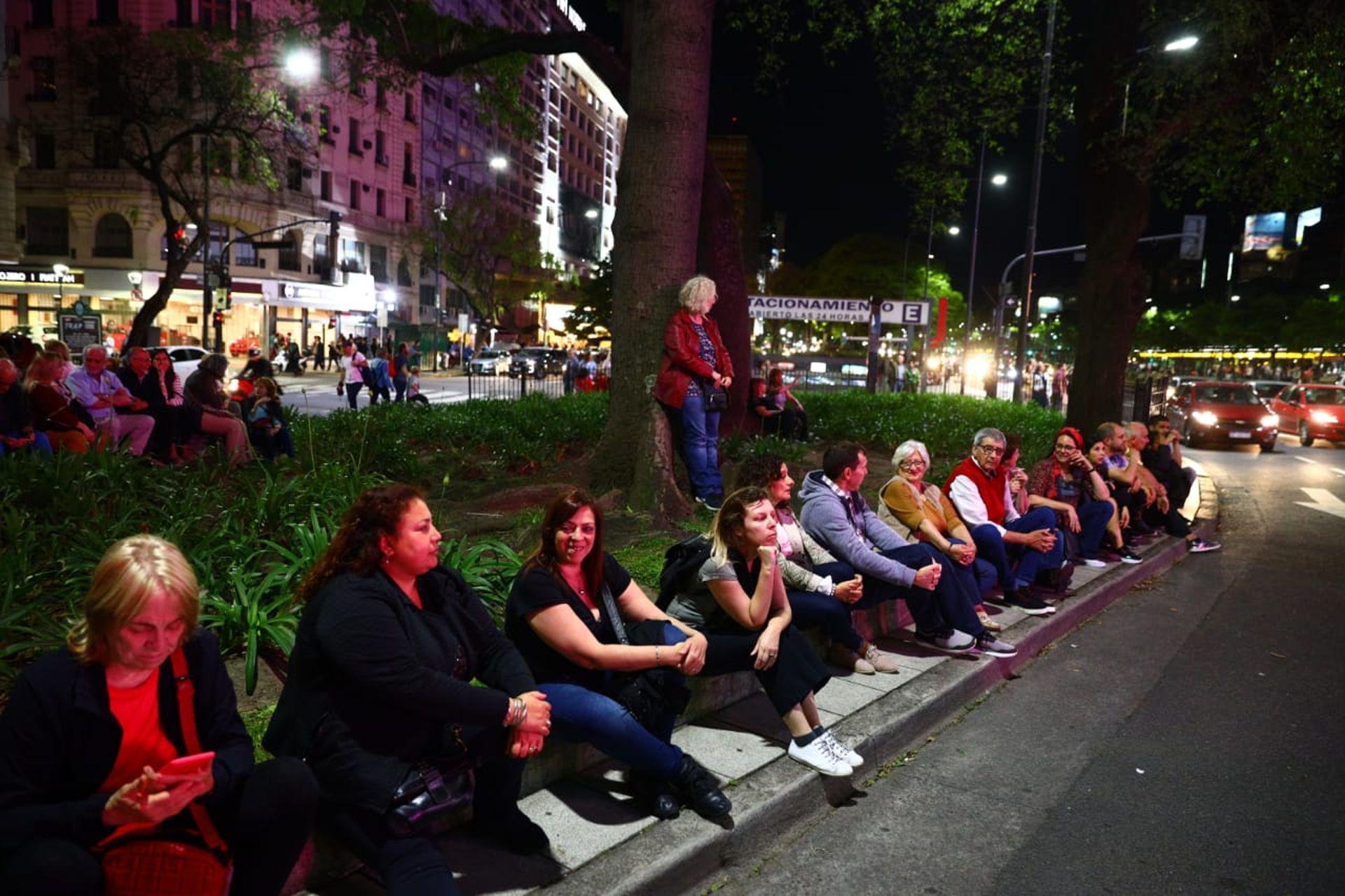 El público se acercó al Obelisco para ver la intervención de Julio Le Parc