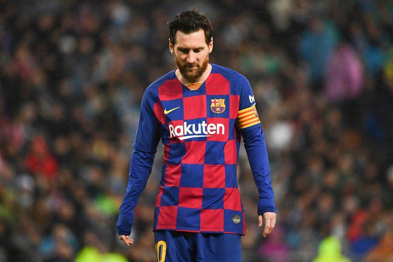 Lionel Messi y el resto de sus compañeros de Barcelona sufrirán un recorte en sus sueldos por la crisis económica derivada del coronavirus.