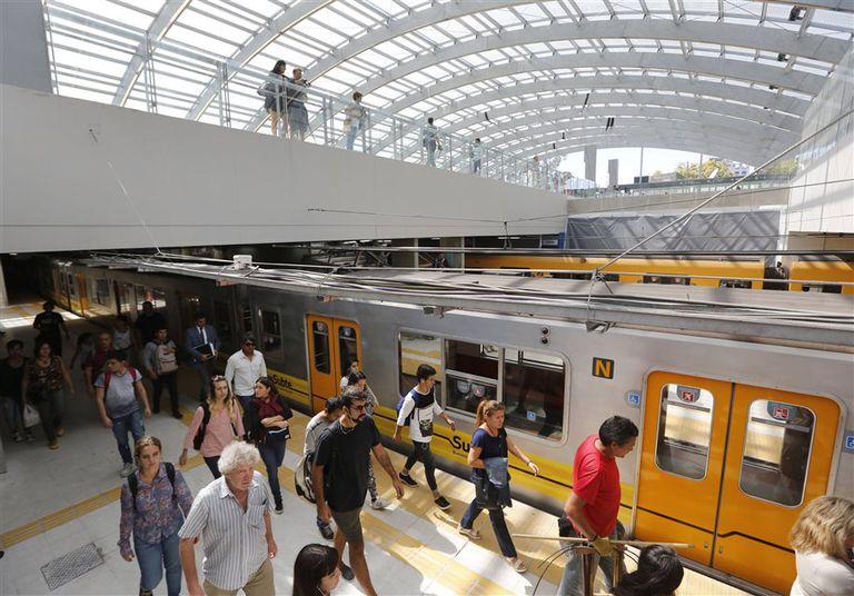 Sorpresa entre los usuarios del tren Roca y el subte C por el nuevo espacio en Constitución