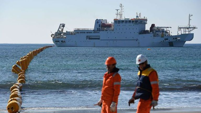 La falta de disponibilidad de buques cableros cerca del lugar puede hacer que la reparación se retrase