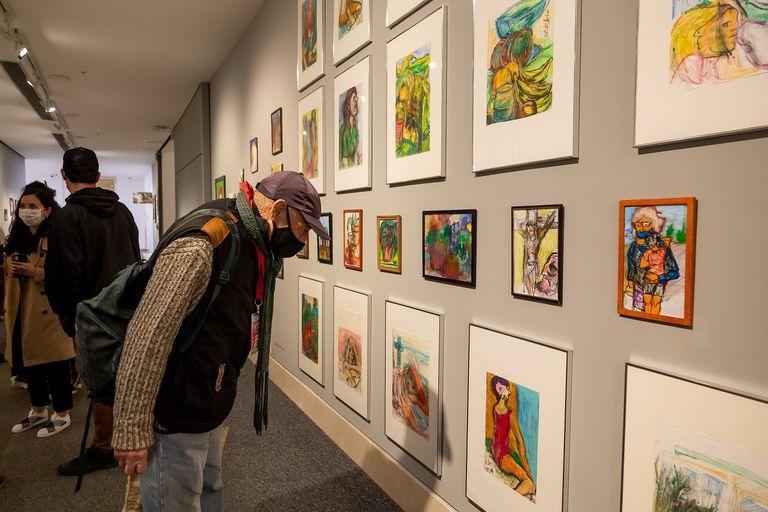 """Vista de la muestra """"El ojo interminable"""", en El Moderno; en la foto se ven obras de Helvio Rivero y Hornos"""