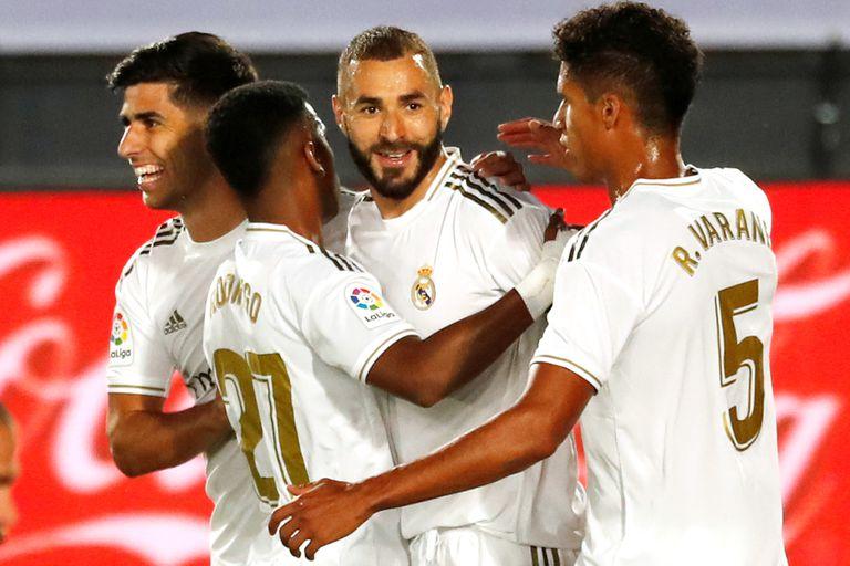 Polémica y suspenso. Real Madrid ganó y le lleva 4 puntos a Barcelona en España