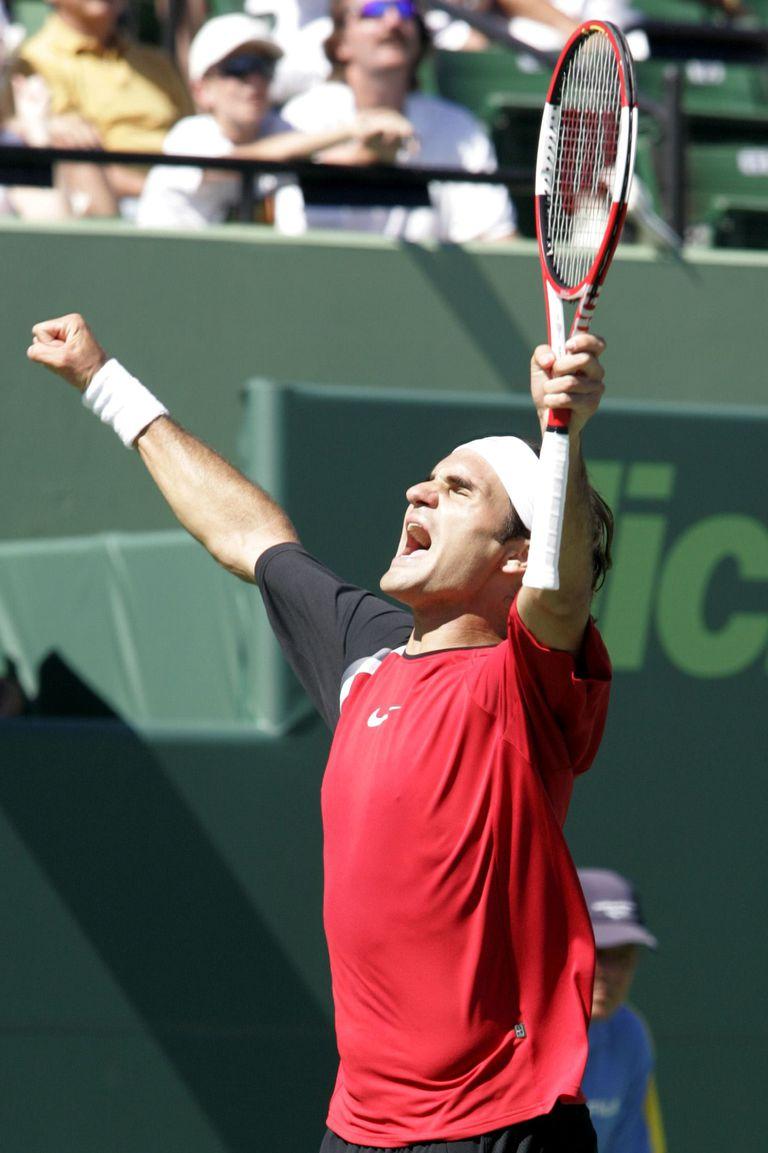 El eufórico festejo de Federer al vencer a Nadal por primera vez: fue en la final de Miami 2005.