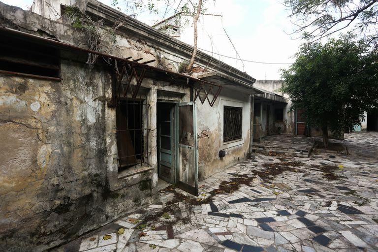La casa natal de María Elena Walsh, en Morón, da la impresión de haber estado mucho tiempo deshabitada. Ahora el Estado la compró y, tras una importante restauración, se convertirá en un centro cultural el año próximo