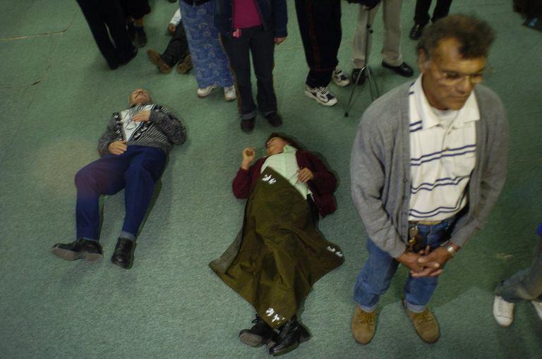Una imagen de fieles en una iglesia pentecostal del conurbano