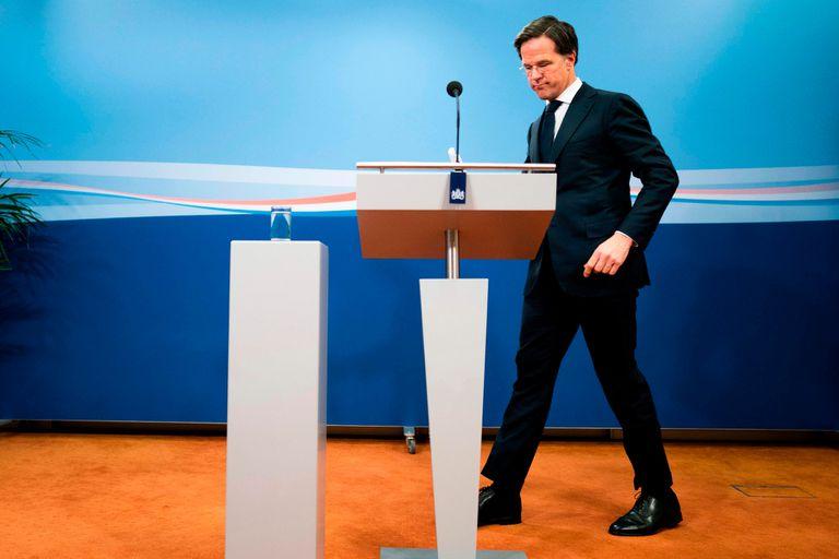Mark Rutte hoy, en La Haya, al anunciar la dimisión de su gobierno