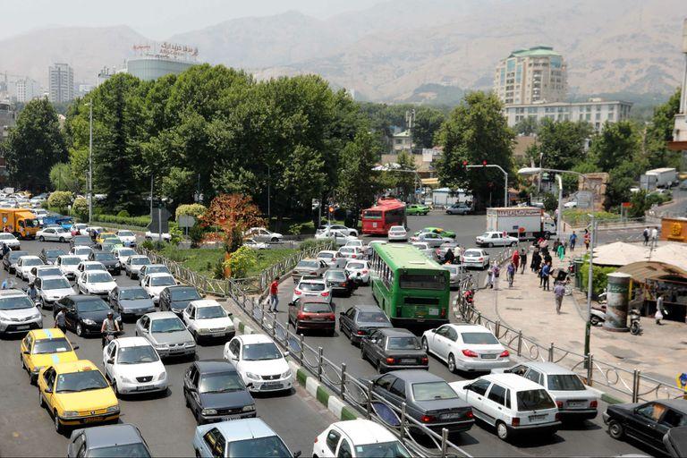 En teherán, la gente se queja porque las sanciones afectan más a la gente que a los que están en el poder