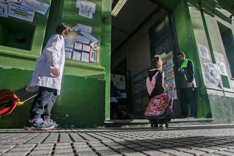 Las escuelas porteñas, en el foco de la disputa política. La mayoría quiere que estén abiertas.