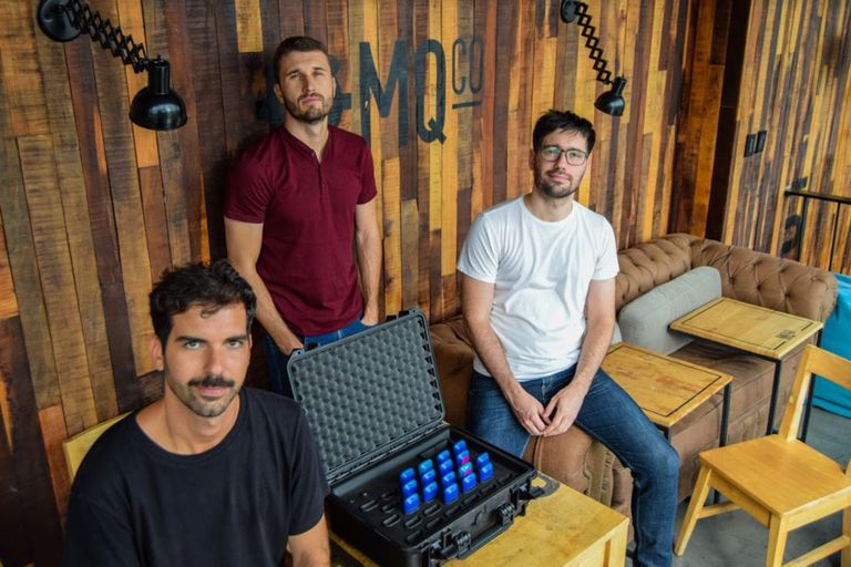 José González Ruzo, Agustín Rozadas y Ezequiel Torti fundaron Oliver, un dispositivo que mide el rendimiento de los jugadores de fútbol