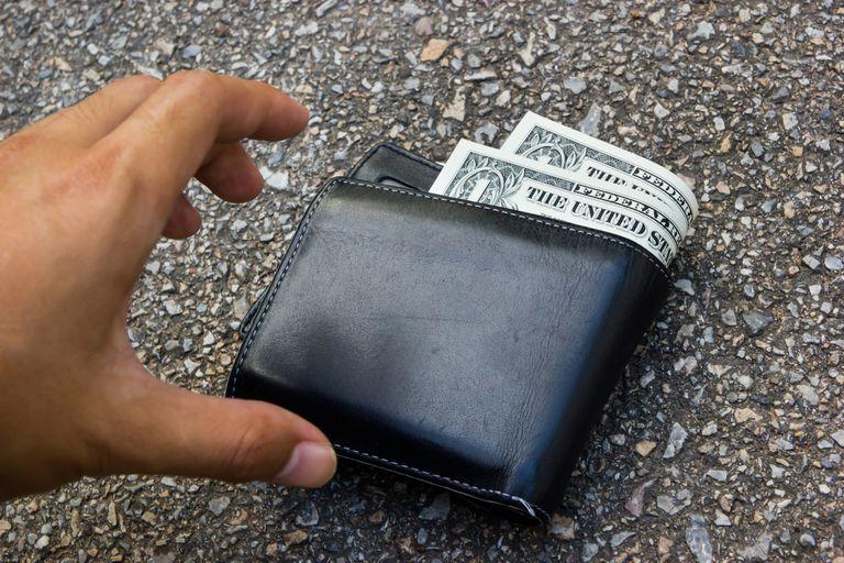 Según el estudio publicado en Science, más de la mitad de las personas devolvieron una billetera perdida, y el porcentaje incluso se incrementó con aquellas que tenían más dinero