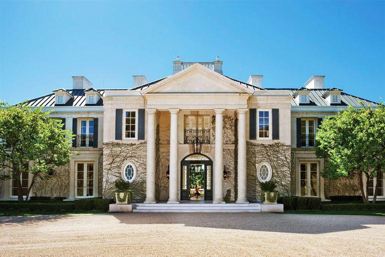 La lujosa casa de Walt Disney tiene tres pisos, una enorme piscina, y 17 baños