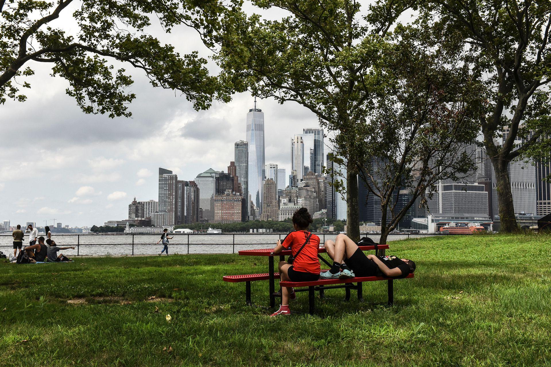 Las mesas en los parques, un lugar de encuentro en tiempos de pandemia