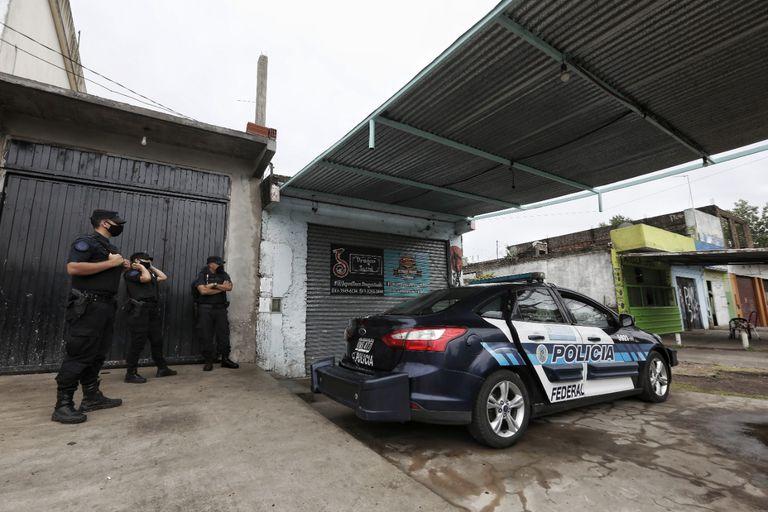 Vecinos reclaman más seguridad tras el mortal tiroteo en una casa de comidas