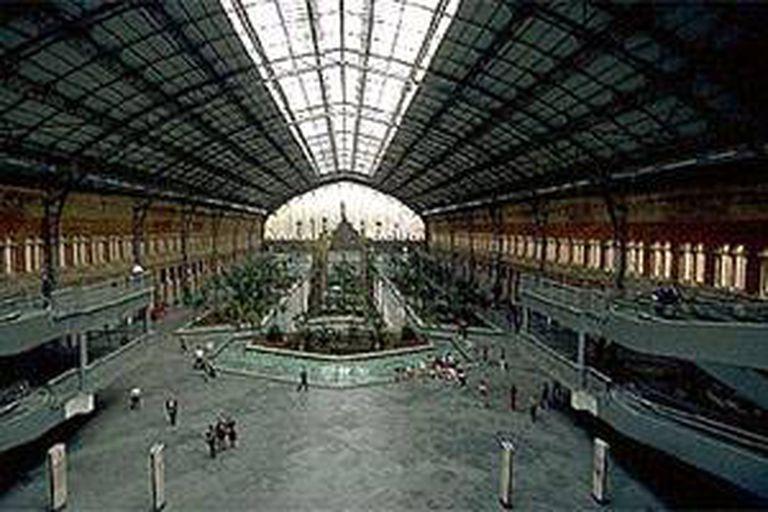 La estación Atocha en Madrid, desde donde se pueden tomar los nuevos trenes AVLO y Ouigo, además del tradicional AVE