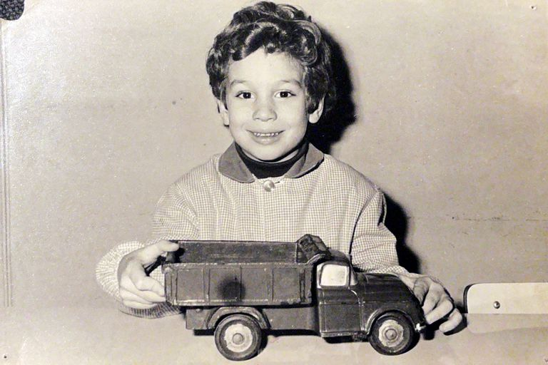 Diego Santilli hizo la primaria y secundaria en el colegio parroquial San Agustín, en la ciudad de Buenos Aires
