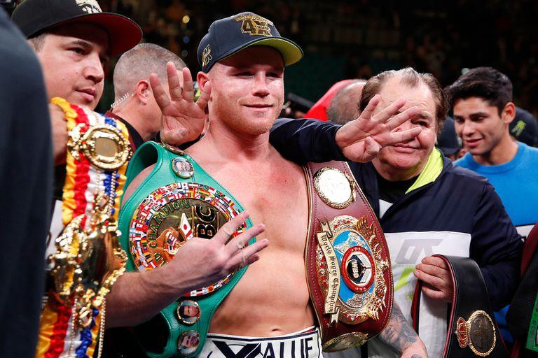 De manera espectacular noqueó al ruso en el round 11° y se consagró nuevo campeón mundial medio pesado de la Organización mundial de Boxeo