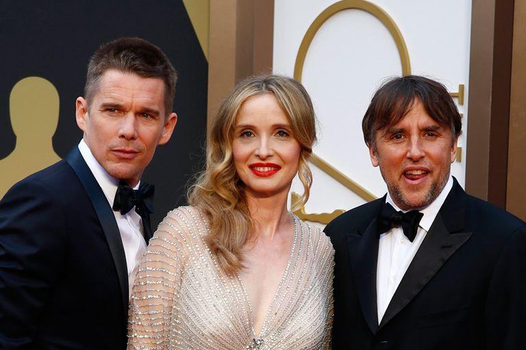 Ethan Hawke, Julie Delpy y Richard Linklater en la alfombra roja de los Oscar, en 2014