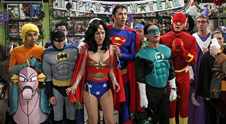 Los protagonistas de The Big Bang Theory también se animaron a ser los héroes de la casa DC