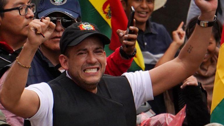 """""""Camacho sostiene un discurso que, aunque intenta asociarlo con la paz y unidad del pueblo boliviano, termina cargado de racismo, odio de clase y provocación"""", dice la periodista Mariela Franzosi."""