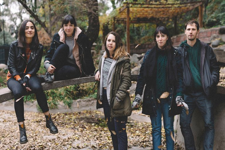 """""""Lo único que nos importa es la canción"""", dice Anabella Cartolano, voz y guitarra de Las Ligas Menores"""
