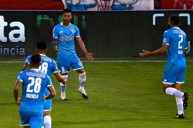 Vélez le ganó 2-1 a Huracán y le arrebató el liderazgo de la Zona 6