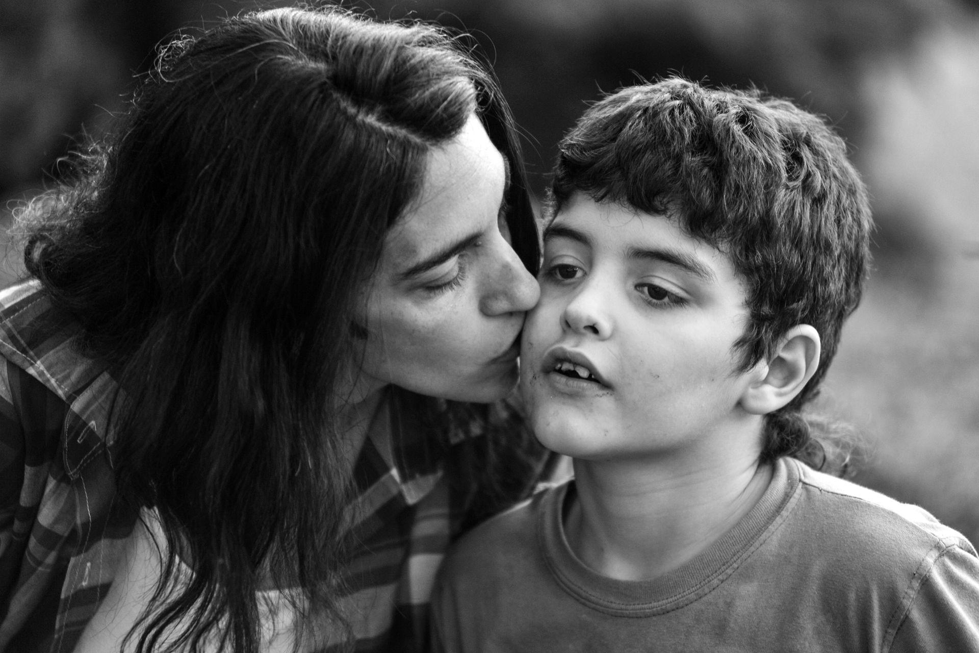 Valeria Salech, de Mamá Cultiva, junto a su hijo Emi