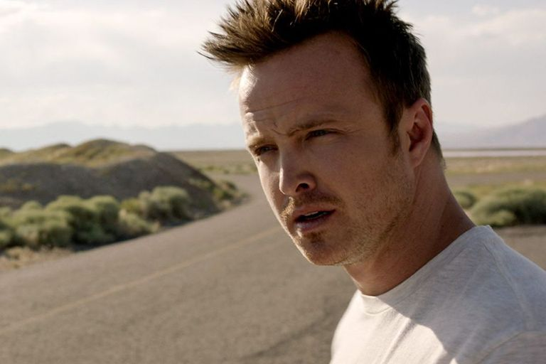 Aaron Paul y el desierto de fondo: no se trata de una escena de Breaking Bad, sino de Need for Speed, la adaptación cinematográfica del videojuego de Electronic Arts