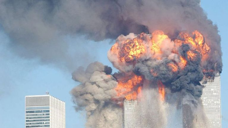 Las torres resistieron varios minutos antes de venirse abajo.
