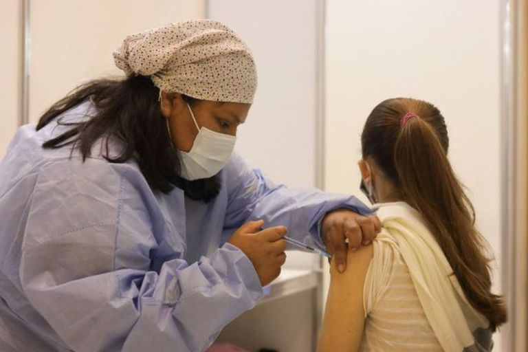 Se anunció la vacunación con Sinopharm para los chicos de entre 3 y 11 años