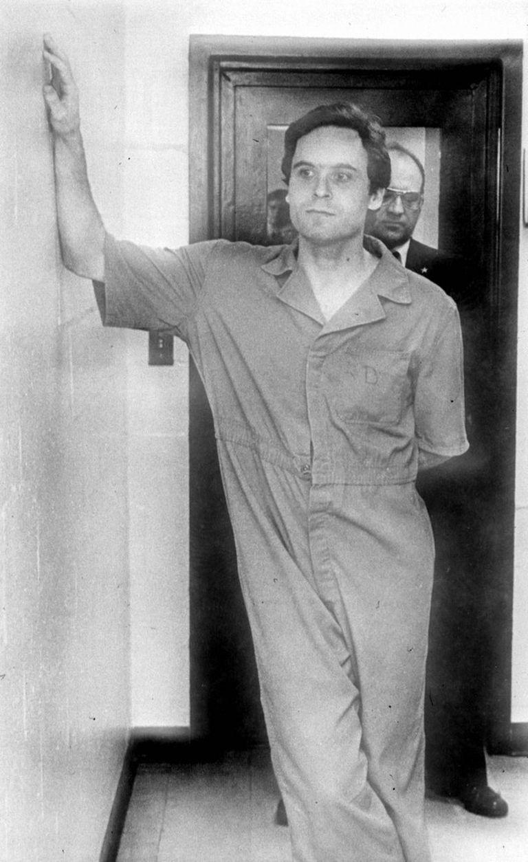 Ted Bundy seducía a sus víctimas y luego las asesinaba con sadismo.