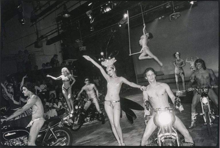 Drogas, frenesí y un cadáver en el techo: la historia de Studio 54, el  boliche más famoso de los 70 - LA NACION