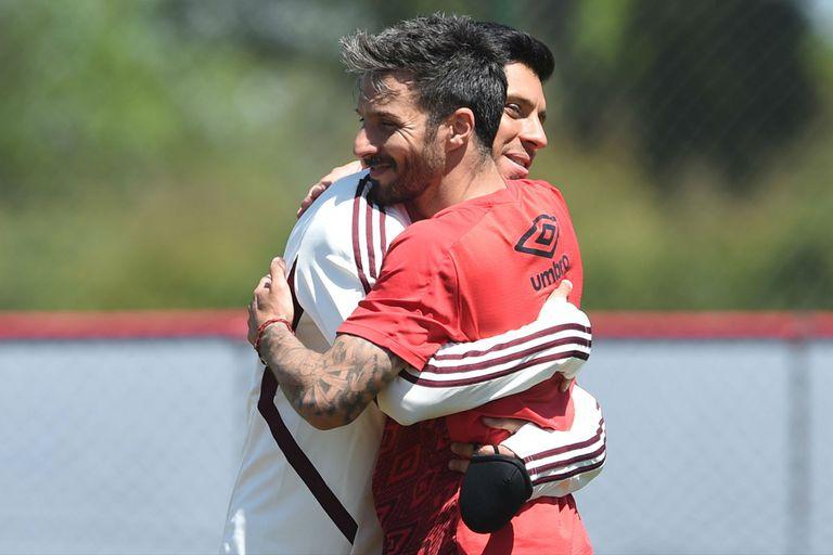 Scocco: la mañana en que volvió a River, le anotó dos goles y repartió abrazos